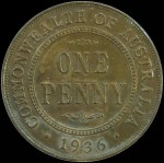 1936 Penny aUnc. Eight pearls and full centre diamond.