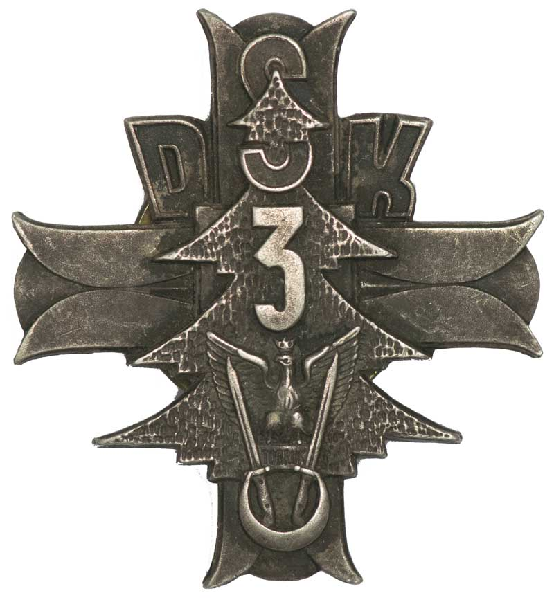 WWII Polish unit badge of 3rd Dywizja Strzelcow Karpackich (3rd Carpathian Rifle Division). The badge features a cedar tree with a Polish eagle upon the word 'TOBRUK' flanked by two bayonets with the handles encircled by a crescent, superimposed upon a Greek cross (Monte Cassino Cross) with the text 'DSK3' and inscribed 'Wiara-Wytrwalosc-Zwyciestwo' (Faith-Perseverance-Victory) on reverse. Also the Independent Carpathian Rifle Brigade badge featuring Polish eagle upon the word 'TOBRUK' flanked by two bayonets with the handles encircled by a crecent. Both in silver coloured alloy with screw back attachment. Fine condition.